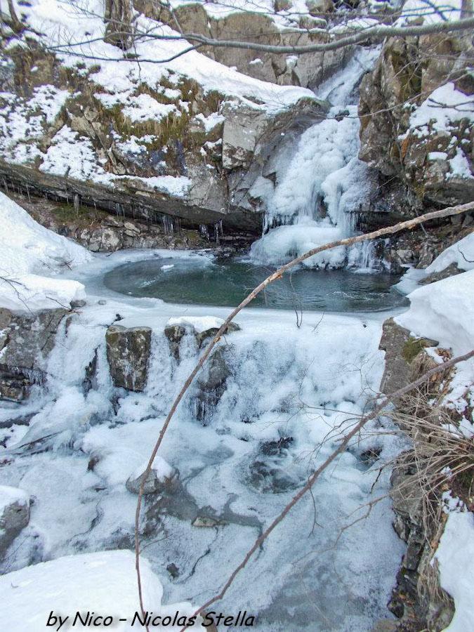 Monte Gottero (19) Rio canale Vuşidu ghiaccio
