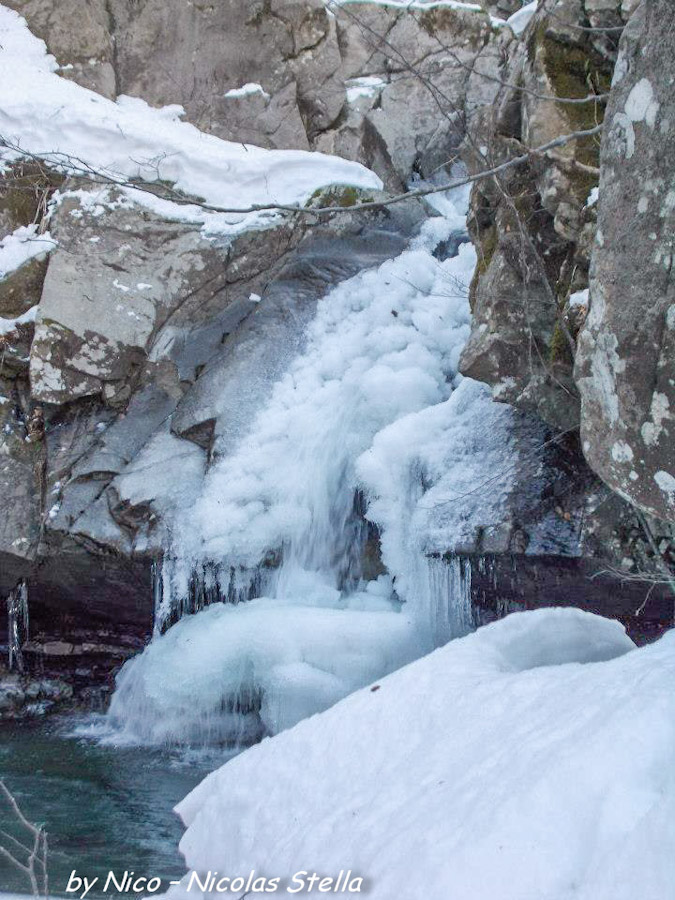 Monte Gottero (21) Rio canale Vuşidu ghiaccio