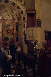 San Terenziano Isola Compiano 2013 (179) incensare Crocefisso