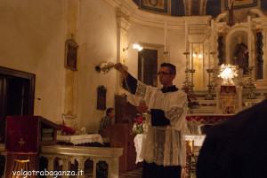 San Terenziano Isola Compiano 2013 (200) incensare fedeli