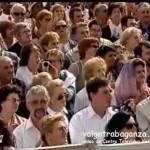 Video: Aspettando l'udienza di mercoledì 10 ottobre 2004 (panoramica sul coro) - Papa Giovanni Paolo II (Karol Wojtyla) - Coro Voci della Val Gotra (Albareto - Parma) - piazza San Pietro a Roma - video da Centro Televisivo Vaticano