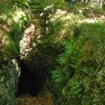 Monte Penna escursione 2009  (102) grotte