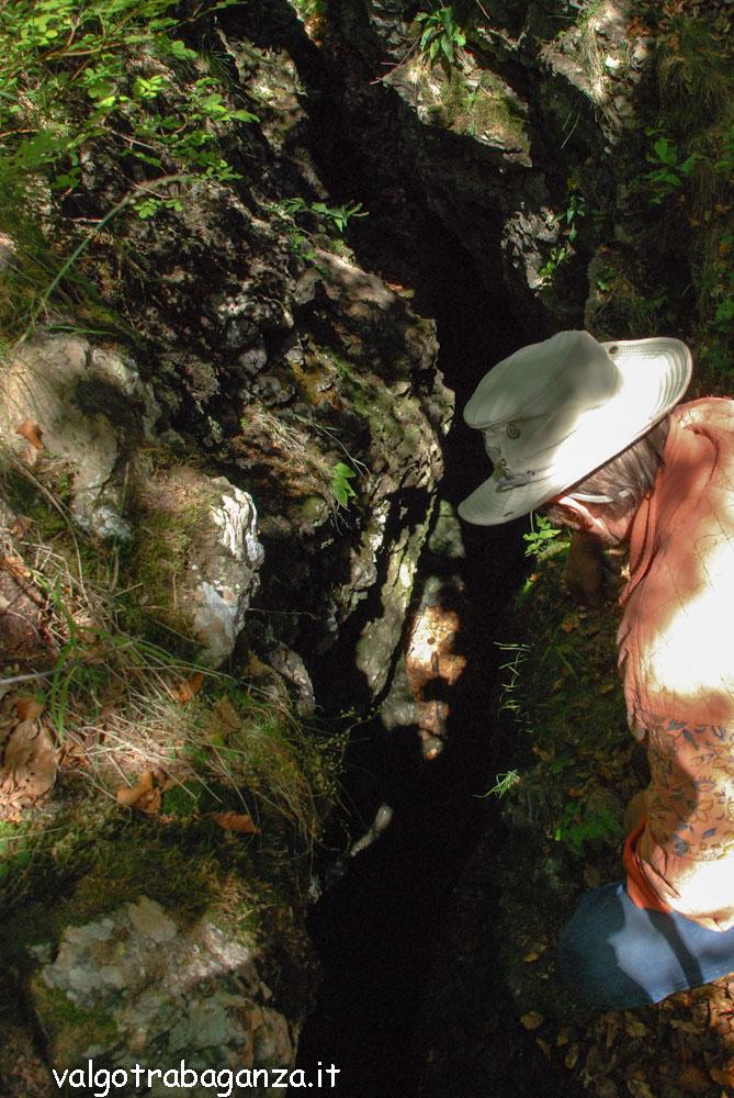 Monte Penna escursione 2009  (105) grotte