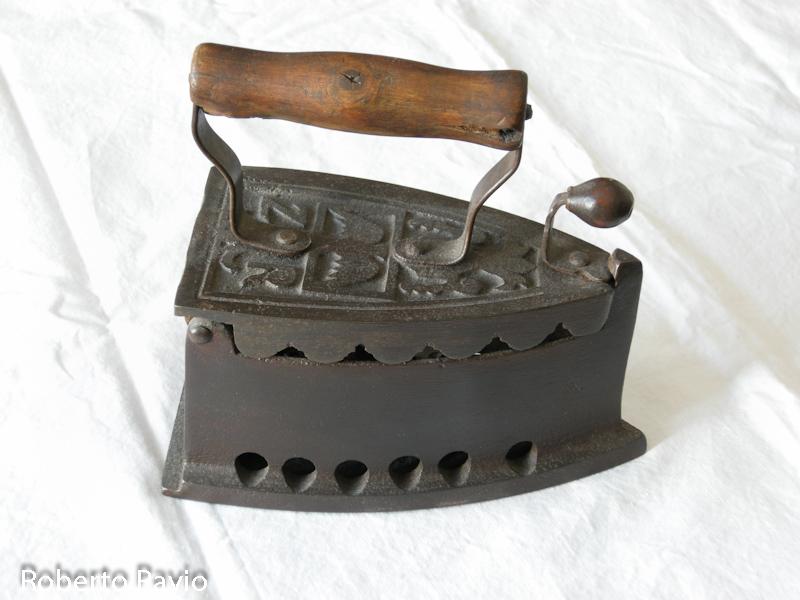 Ferro da stiro a carbone oggetti e attrezzi del passato for Quotazione ferro oggi