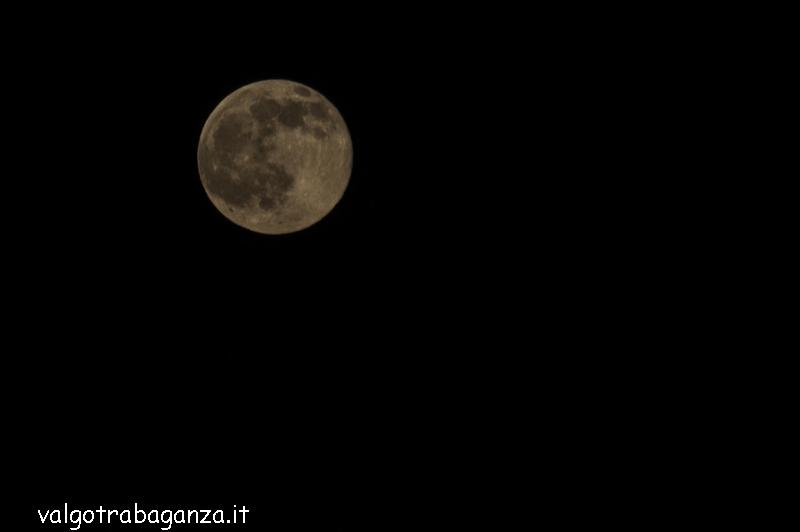 La luna piena rosa o di fragola illumina il cielo della for Mainini arreda e illumina parma pr