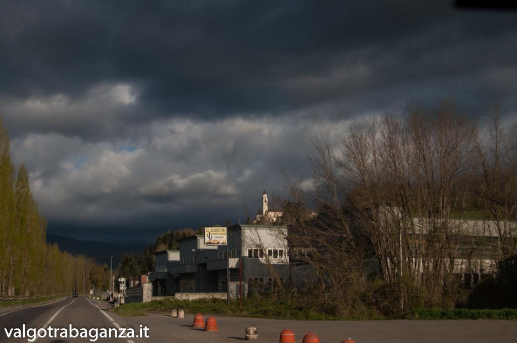Nuvole minacciose (111) Compiano