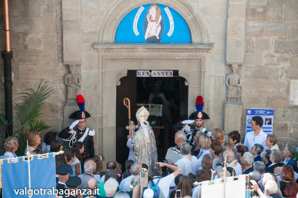 Apertura Porta Santa Berceto (204) vescovo