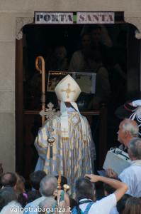 Apertura Porta Santa Berceto (207) vescovo