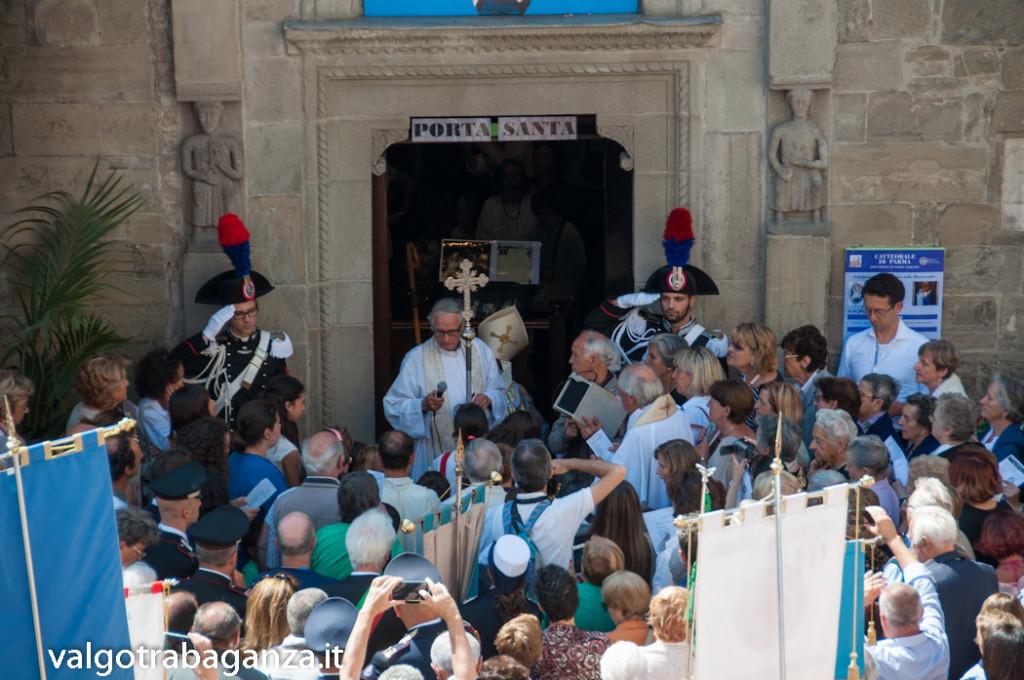 Apertura Porta Santa Berceto (217) vescovo