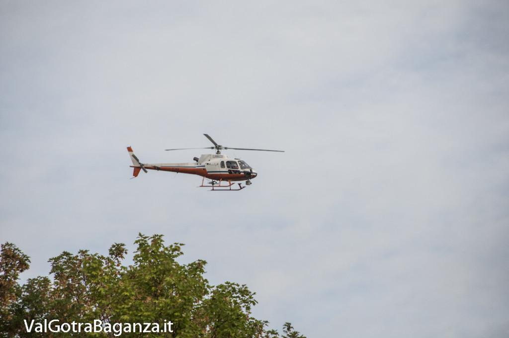 Elicottero E Libellula : Elicottero in volo nei pressi di albareto parma