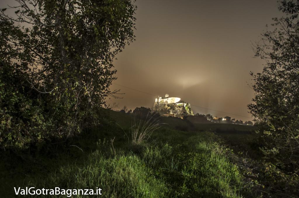 Notte foschia Castello (100) Bardi