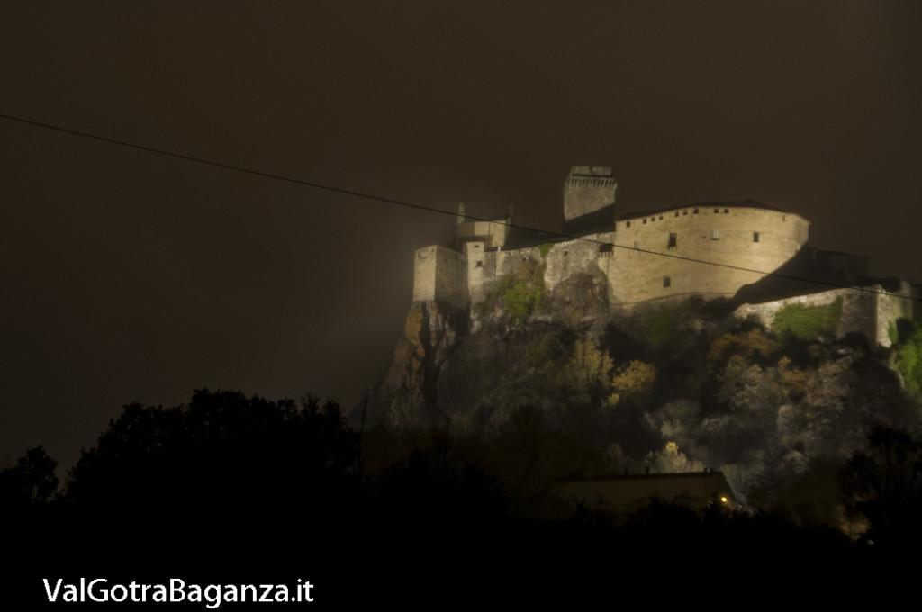 Notte foschia Castello (103) Bardi