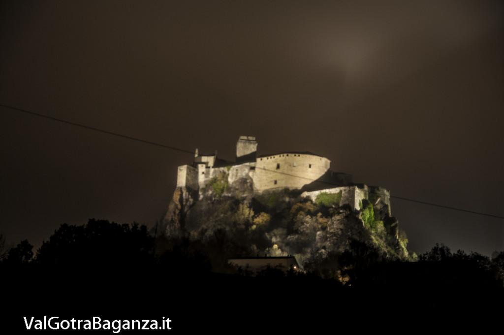 Notte foschia Castello (112) Bardi