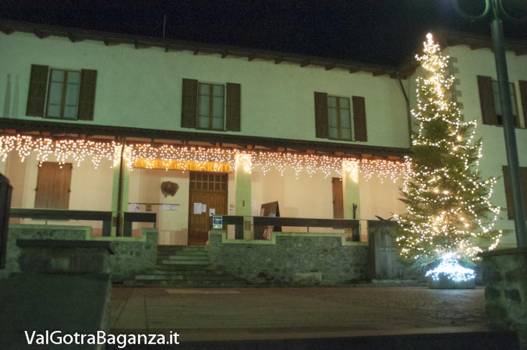 Albareto (110) Natale luminarie