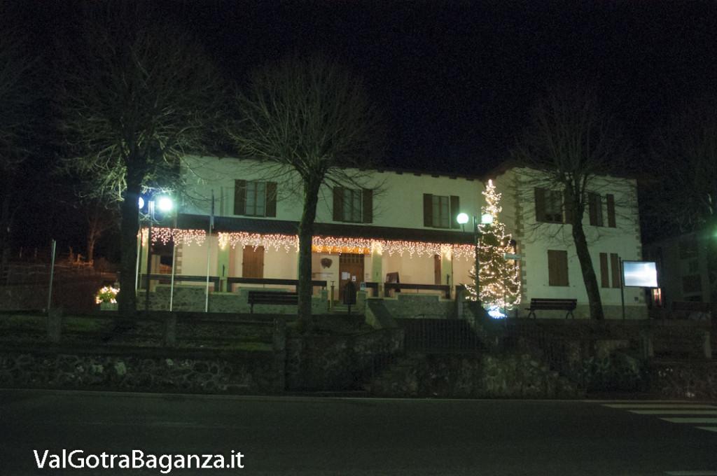 Albareto (113) Natale luminarie
